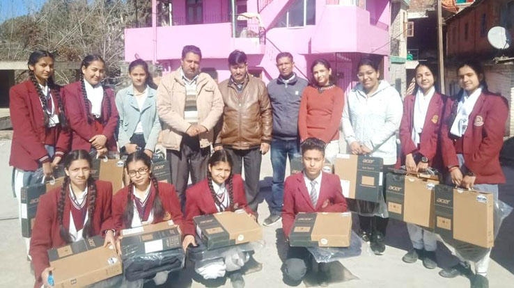 Dy. Director Elementary Education Solan Sh. Shravan Kumar Chaudhary along with Laptop Winners